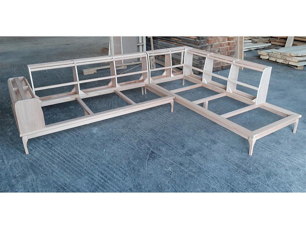 Γωνιακοί καναπέδες με εμφανείς ξύλινες επιφάνειες